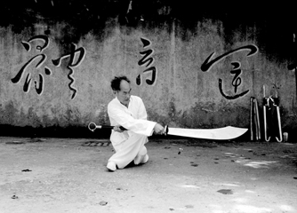 [Master Yu Hua Long with broad sword; Mao's calligraphy]